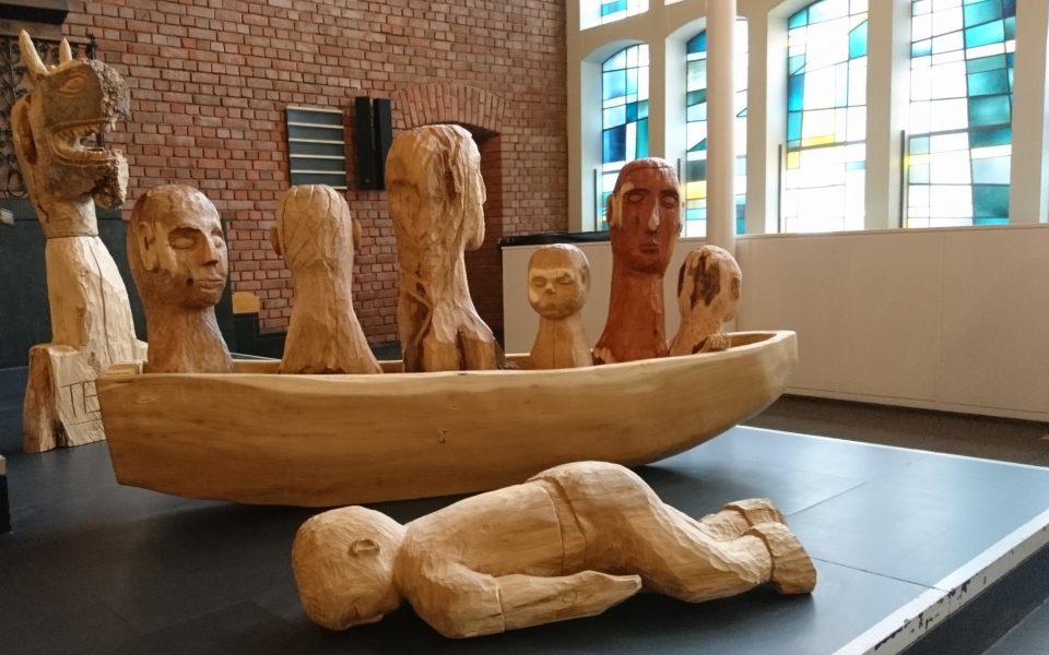"""Die Kunstinstallation """"Mensch und Boot"""" zu Gasst in der Lukaskirche, Juli 2017"""