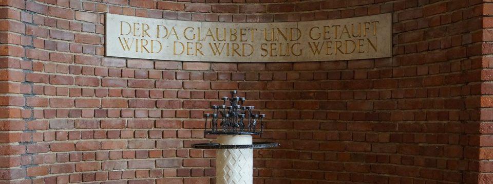 Taufstein der Lukaskirche