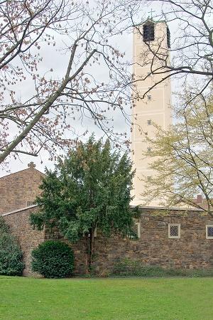 Lukaskirche mit Turm