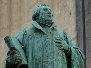 Lutherdenkmal vor der Johanniskirche in Magdeburg