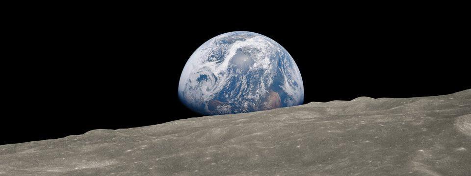 Earthrise: Aufgehende Erde vom Mond aus gesehen. Apollo 8, 1968.