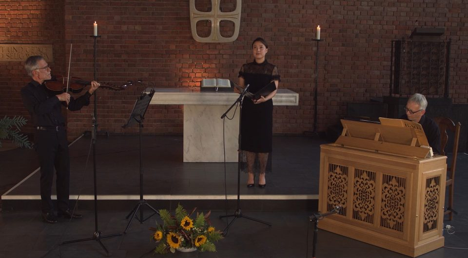 Sumi Hwang (Sopran), Christoph Aißlinger (Viola d'amore) und Thomas Neuhoff (Orgel), Lukaskirche Bonn, August 2020